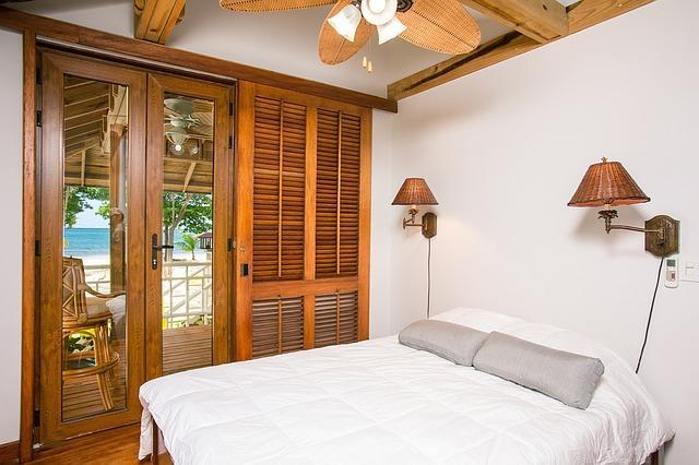 Jak stylowo oświetlić swoją sypialnię?